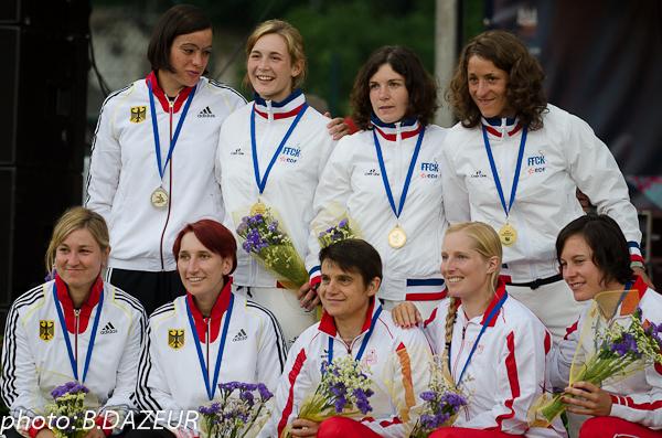 championnats_du_monde_descente_2014_podium_equipe_KD